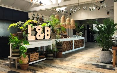 Ferocius Events decoratie deco aankleding event lichtletters tulum wedding bar groen plants spiegelbollen
